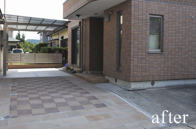アプローチはコンクリート平板と石材で仕上げました。
