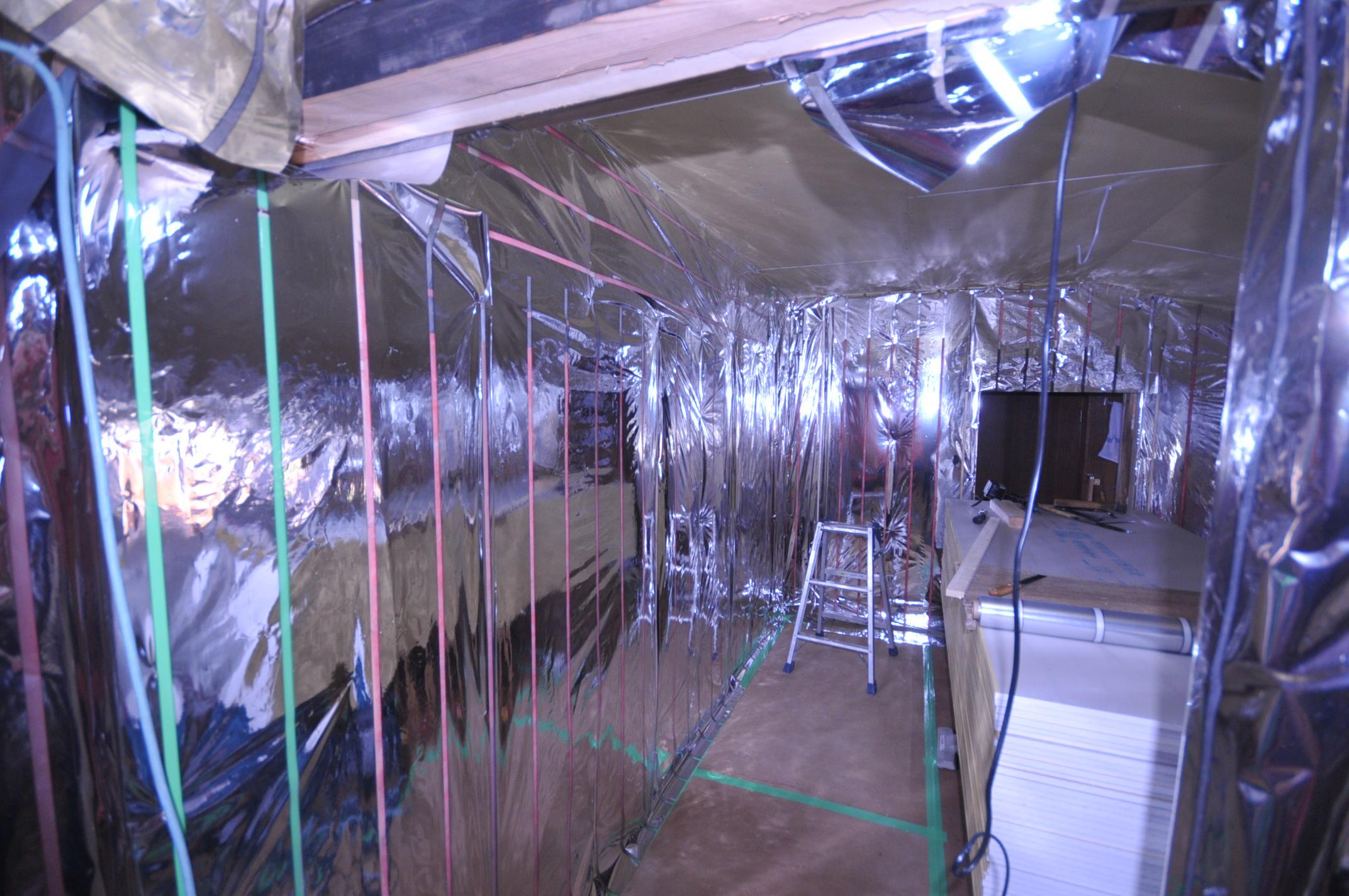 天井・壁にダンシーツ施工しました。