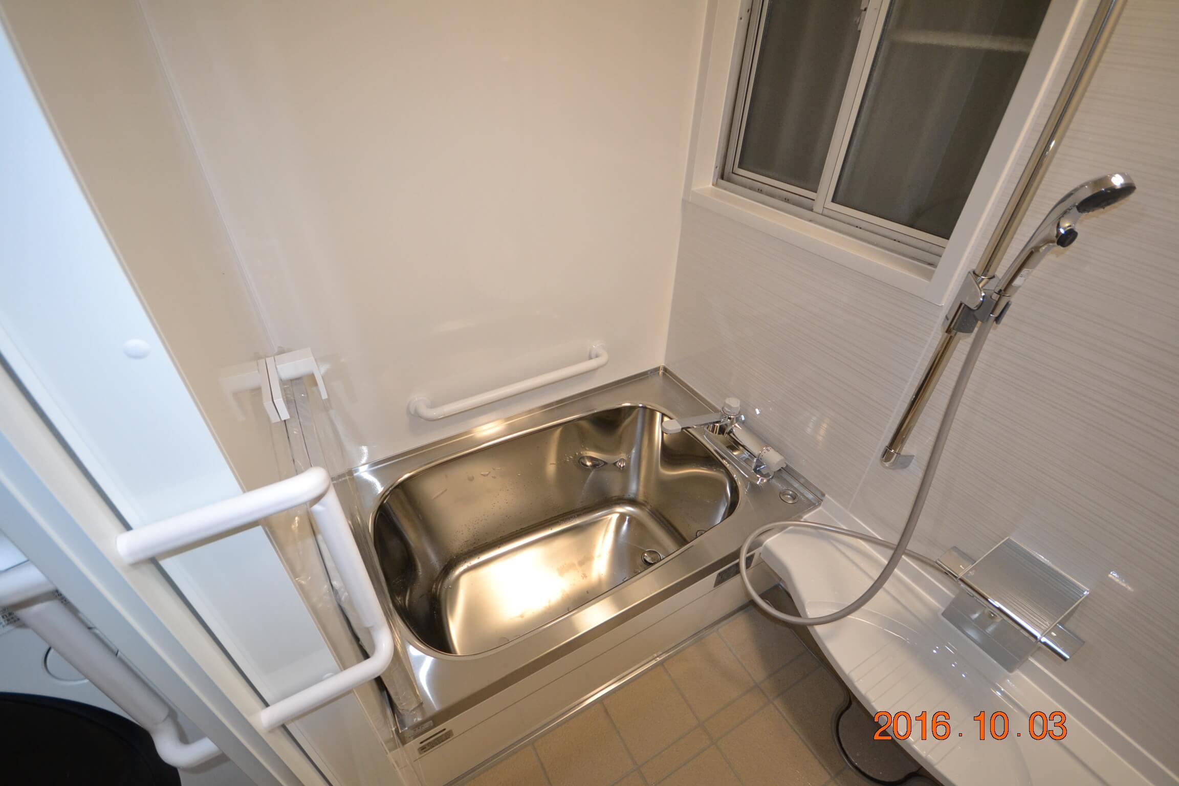ステンレス製の浴槽です。