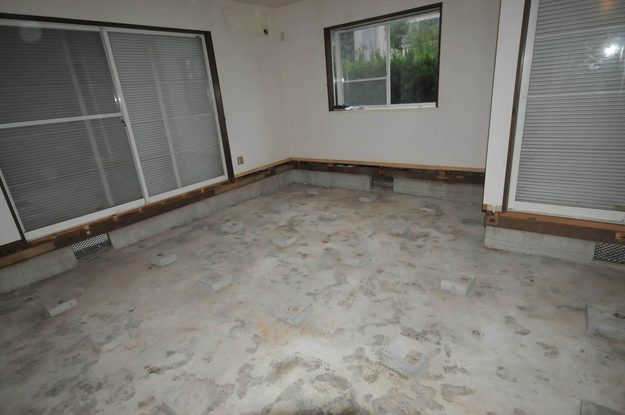 既設の床を解体しました