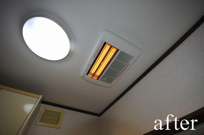 脱衣室の天井に暖房器具を埋め込み設置しました。