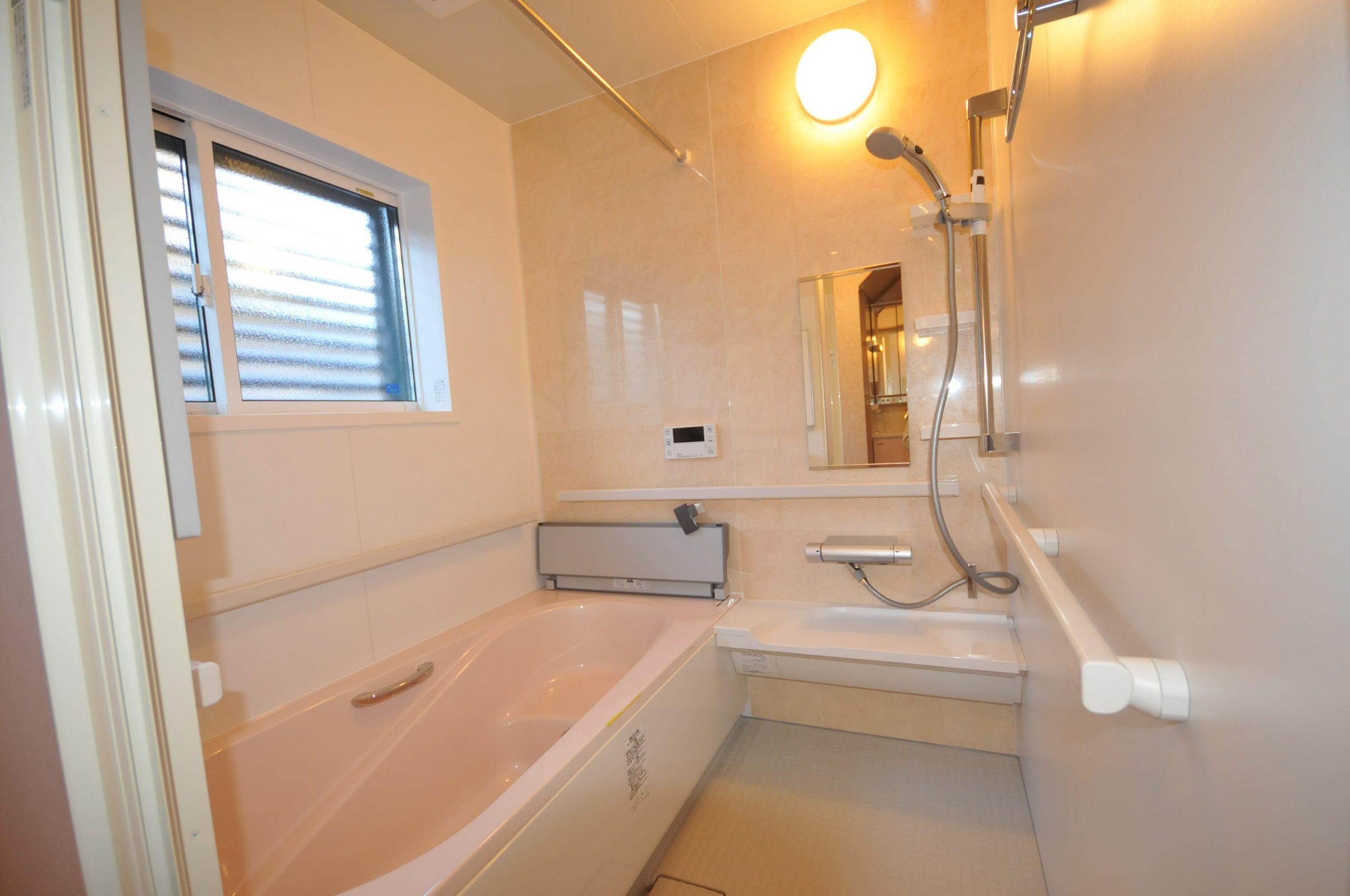 【浴室】0.5帖増築し1坪タイプのセーフティタイプのユニットバスになりました。