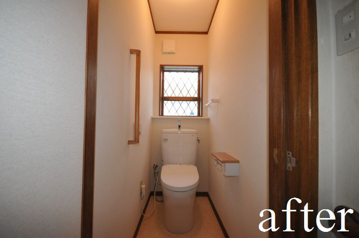 【リフォーム後 トイレ】床・壁・天井に断熱材充填し、高性能サッシに交換。節水タイプで、お掃除しやすい形状の便器を取り付けしました。